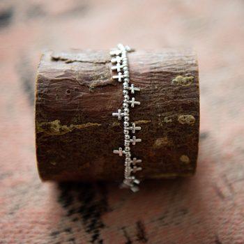 Armband met kruisjes